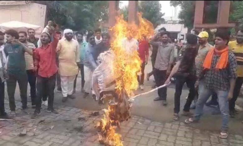 चौमूं :- बीजेपी प्रवक्ता गौरव भाटिया द्वारा शीशराम ओला के खिलाफ दी गई अभद्र टिप्पणी का मामला..!