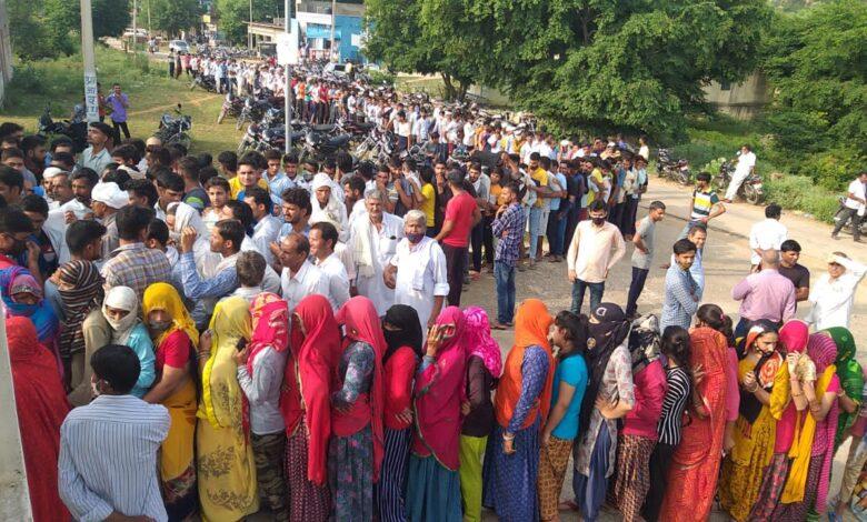 वैक्सीनेशन के लिए उमड़ी लोगों की भीड़..!